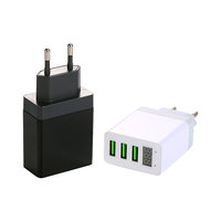 SÍŤOVÝ USB ADAPTÉR SE 3 USB A LED DISPLEJEM